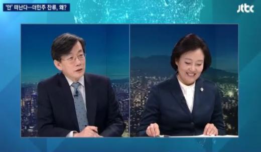 손석희 앵커(왼쪽)와 박영선 의원. /사진=JTBC뉴스9 화면 캡처
