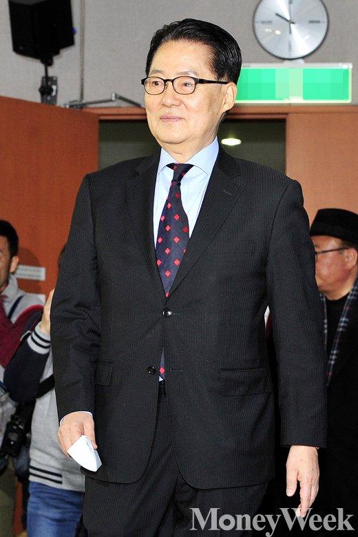 [MW사진] 야권통합 강조하며 떠난 박지원 의원