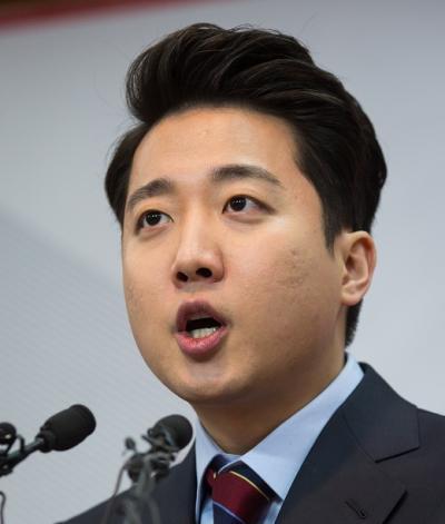 이준석 전 새누리당 비상대책위원이 24일 서울 여의도 새누리당 당사에서 출마 기자회견을 열고 있다. /사진=뉴스1