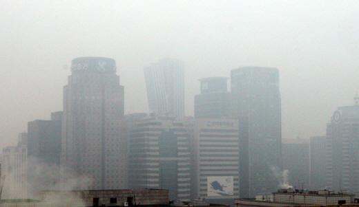 서울 여의도 증권가가 매서운 눈보라에 휩싸여 있다. /사진=머니투데이 이명근 기자