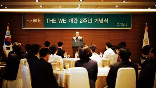 WE호텔 김성수 대표(제주한라병원장)가 11일 개관 2주년 기념식에서 기념사를 하고 있다. /사진제공=WE호텔