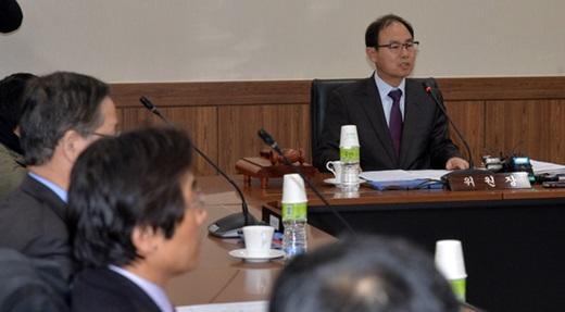 지난 23일 서울 관악구 선거관리위원회 관악청사에서 박영수 선거구획정위원회 위원장이 회의를 주재하고 있다. /사진=뉴스1
