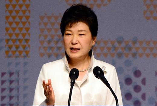 박근혜 대통령이 1일 오전 서울 세종문화회관에서 열린 제97주년 3.1절 기념식에 참석해 기념사를 하고 있다. /사진=뉴스1