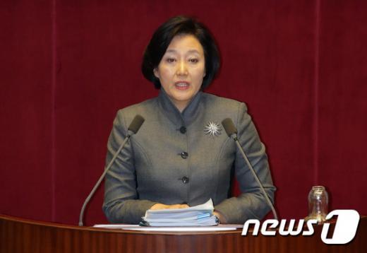 박영선 더불어민주당 의원이 지난 1일 오후 국회 본회의장에서 테러방지법 수정을 요구하는 무제한 토론에서 발언하고 있다. /사진=뉴스1 구윤성 기자