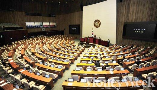 [MW사진] 이종걸 국회의원 마지막 필리버스터 진행되는 본회의장
