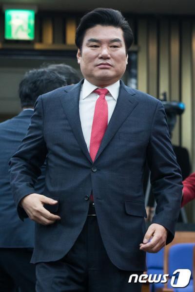 새누리당 원유철 원내대표가 2일 서울 여의도 국회에서 열린 의원총회에 참석하고 있다. /사진=뉴스1