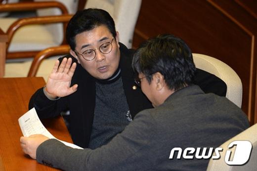 전병헌 더불어민주당 의원(왼쪽). /사진=뉴스1