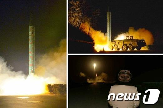 지난 11일 노동신문에 보도된 김정은 북한 노동당 제1비서가 탄도미사일 발사훈련을 참관하고 있다. /사진=뉴스1