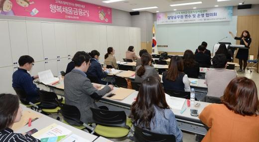 NH농협은행은 21일 서울시교육청 소속 진로교육담당 공무원을 대상으로 중구 통일로 본점에 위치한 '청소년금융교육센터'에서 현장견학을 실시했다. /사진=NH농협은행