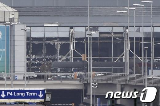 폭발로 거의 모든 창문이 깨진 벨기에 브뤼셀 공항. /사진=뉴스1(AFP 제공)