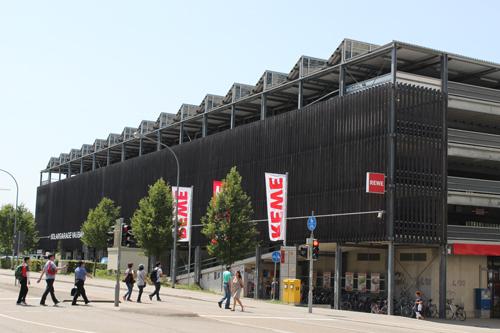 독일 프라이부르크 보봉 생태주거단지 인근 건물에는 대형 태양열 전지판이 지붕 위에 설치돼 있다. /사진=뉴시스 김경호 기자