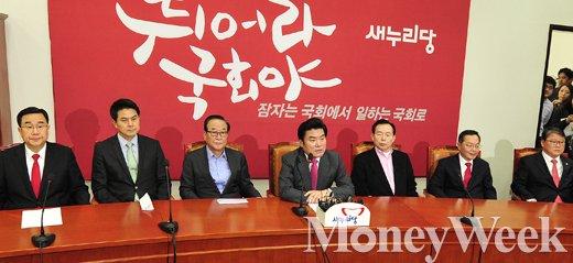 [MW사진] 김무성만 기다리는 새누리당 최고위원들