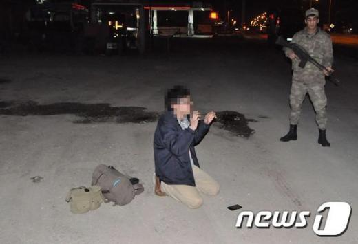 이슬람 극단주의 무장단체 '이슬람국가(IS)'에 가담키 위해 시리아 입국을 시도한 혐의로 터키 당국에 체포됐던 일본인 남성이 추방돼 지난 24일 일본으로 돌아왔다.  /사진=뉴스1(AFP 제공)