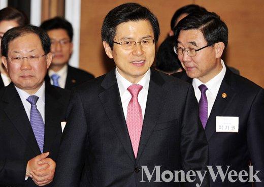 [MW사진] 능력중심채용 선포식 참석한 황교안 총리