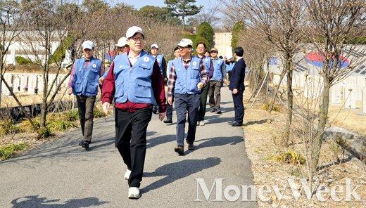 [MW사진] 권오준 포스코 회장, '내 구역은 어디지?'