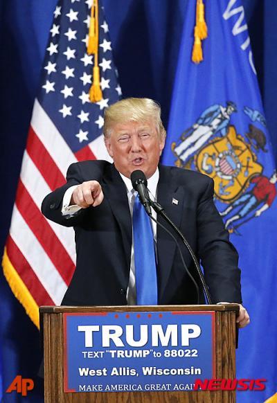 도널드 트럼프 미국 공화당 대선 경선후보가 지난 3일(현지시간) 위스콘신주 웨스트 앨리스의 네이선 헤일 고등학교에서 연설하고 있다. /사진=뉴시스(AP 제공)