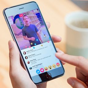 """마크 저커버그가 자신의 페이스북에 올린 """"실시간 반응""""기능의 스크린 샷. /사진=페이스북"""