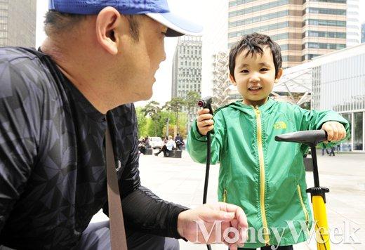 [MW사진] 제2회 청계릴레이사이클링, '아빠와 함께한 주말 나들이'