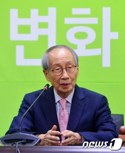 윤여준 전 국민의당 공동창당준비위원장. /자료사진=뉴스1