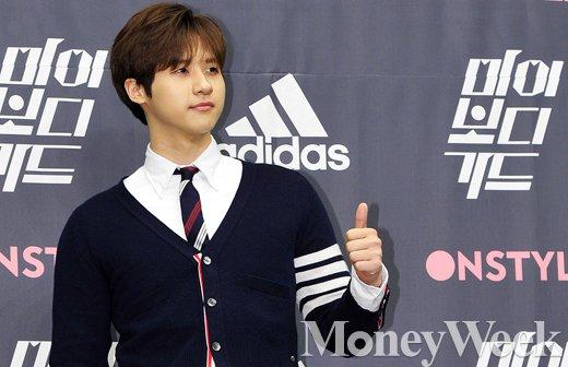 """[MW사진] B1A4 신우 """"롤모델 이동욱, 자세히 들여다 보면 알찬 몸매"""""""