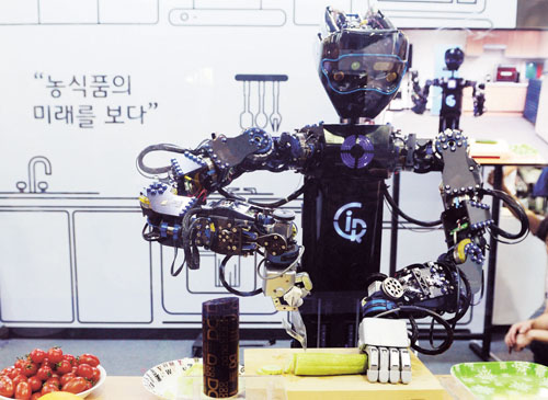 한국과학기술원이 개발한 요리로봇 '씨로스'. /사진=뉴시스 조성봉 기자