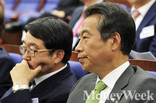 [MW사진] 새누리당 초선의원 연찬회 참석한 정종섭
