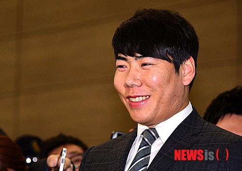 올 시즌 첫 2루타를 친 강정호. /자료사진=뉴시스