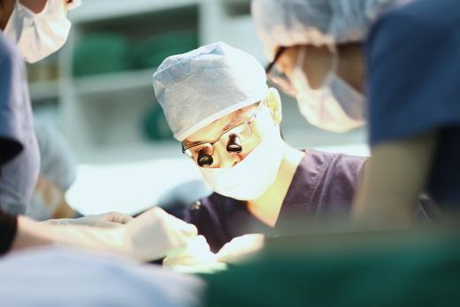 [김택훈원장의 탈모치료(73)] 휴가 계획으로 모발이식 수술을 고려 중이라면