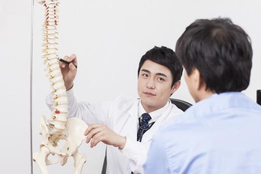 척추관 협착증 예방법. /자료사진=이미지투데이