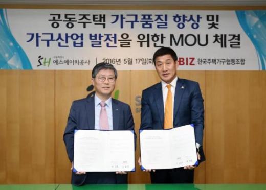 변창흠(왼쪽) SH공사 사장과 정해상 한국주택가구협동조합 이사장/사진=SH공사