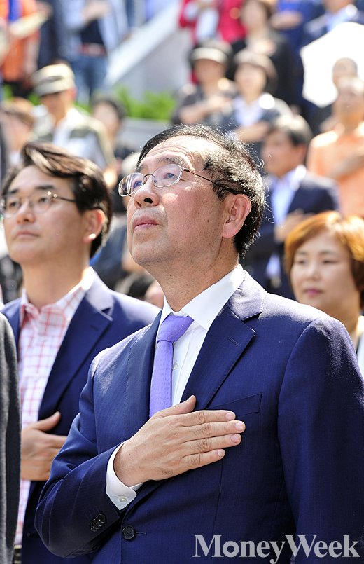 [MW사진] 박원순, 5.18 민주화운동 하루 앞두고 근현대사기념관 개관식 참석