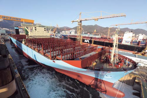 대우조선해양이 건조한 18,270TEU 컨테이너선. /사진제공=대우조선해양