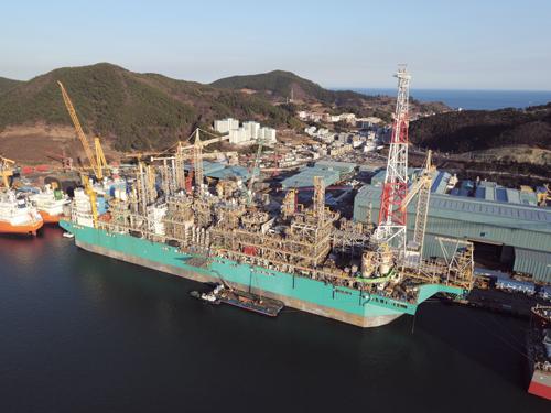 대우조선해양이  건조한 '바다의 LNG공장' FLNG. /사진제공=대우조선해양
