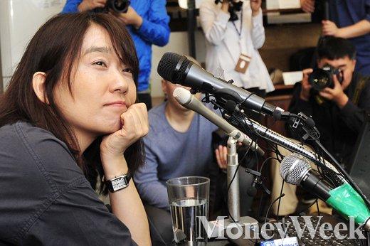 [MW사진] 최연소 맨부커상 수상자 한강, 그녀는 누구?