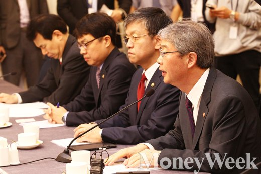 [MW사진] 조선·해운업 구조조정 관련 발언하는 임종룡 금융위원장