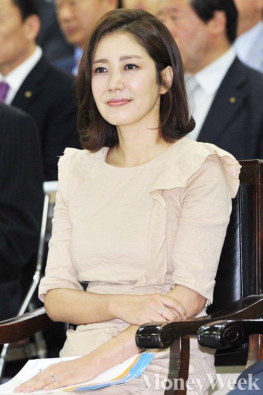 [MW사진] 새마을금고 창립 53주년, 홍보영상 시청하는 유호정