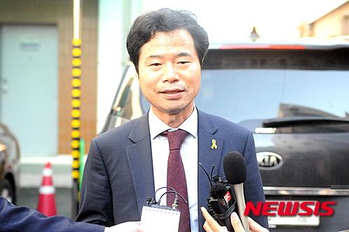 김승환 전북교육감이 미복귀 전교조 전임자에 대한 직권면직을 결정했다. /사진=뉴시스