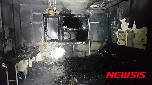 28일 오전 12시28분쯤 충남 천안시 동남구 청당동 6층 높이의 무인텔 5층에서 불이 났다. /자료사진=뉴시스 (천안동남소방서 제공)
