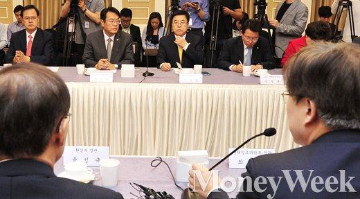 [MW사진] 미세먼지 대책 관련 당정 협의 찾은 최양희-윤성규 장관