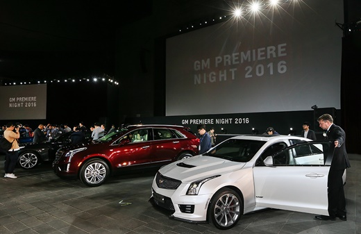 캐딜락 브랜드가 모터쇼 프레스데이를 하루 앞둔 지난 1일 'GM 프리미어 나이트'행사에서 XT5를 비롯한 차종들을 선보였다.