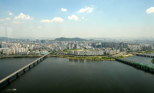 서울 영등포구 63전망대에서 바라본 서울 도심이 맑은 날씨를 보이고 있다. /사진=뉴시스
