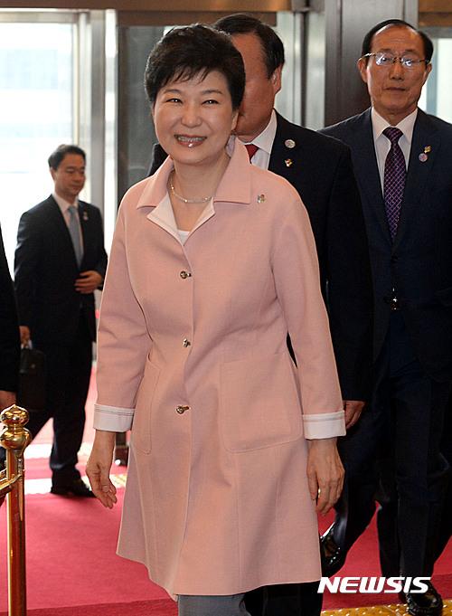박근혜 대통령이 오늘(13일) 오전 서울 여의도 국회에서 열린 20대 국회 개원식에 참석했다./사진=뉴시스