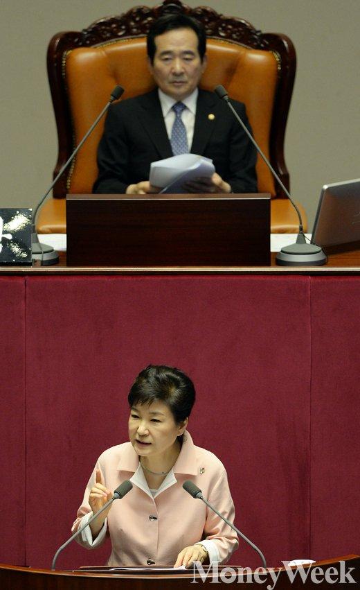 [MW사진] 제20대 국회 개원식, 연설하는 박근혜 대통령