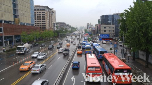 휴가철엔 많은 자동차가 도로에 나온다. /사진=박찬규 기자