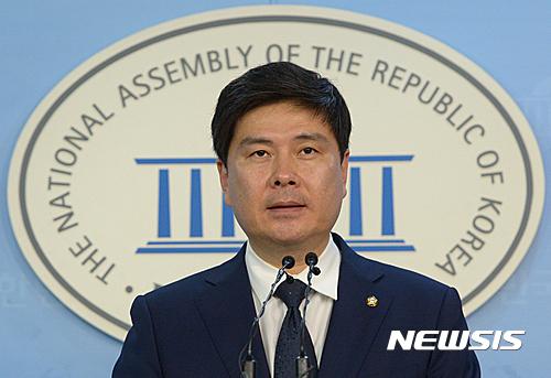 국민의당 안철수·천정배 사퇴에 대해 언급한 새누리 지상욱 대변인. /자료사진=뉴시스