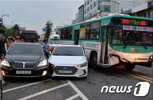 공항대로 사고. 지난달 30일 오후 6시22분쯤 서울 양천구 공항대로 사고현장. /사진=뉴스1(양천소방서 제공)