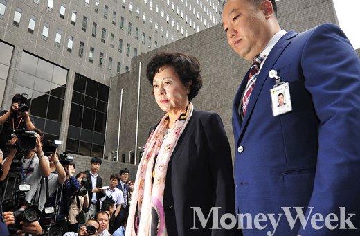 [MW사진] 정운호게이트 핵심 신영자 검찰 출석, '무너지는 롯데제국'