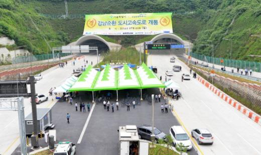 강남순환고속도로가 착공 9년 만에 3일 1단계 구간이 개통됐다. /사진=뉴스1 DB