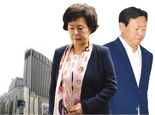 (왼쪽부터) 신영자 롯데장학재단 이사장, 신동빈 롯데그룹 회장. /사진=뉴시스 DB