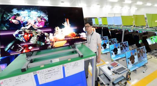 LG전자 올레드(OLED) TV 생산라인과 검사장. /자료사진=머니투데이DB